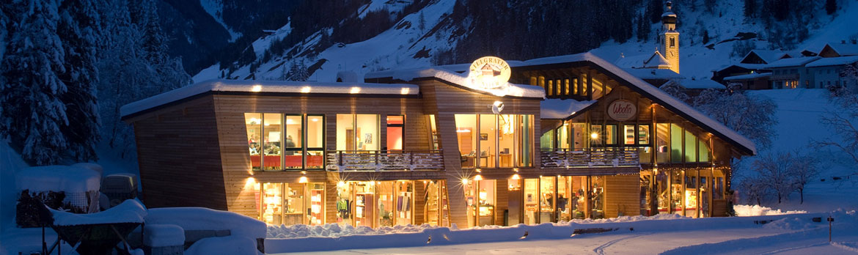 Villgrater Natur Haus im Winterpanorama